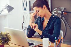 El estrés visual es una afección cuyos casos han incrementado en los últimos años. Te compartimos 8 síntomas claves para su detección.