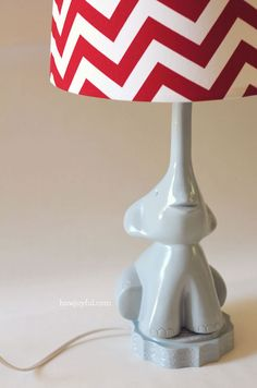 DIY Elephant lamp: The lamp base is made out of styrofoam and wall mud! But it looks like it's made of porcelain. Wow!