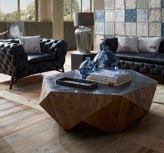Esta no es la típica mesa de centro. #decoraciónvintageeindustrial Live In Style, Table, Furniture, Home Decor, Beautiful, Licence Plates, Industrial Decor, Industrial Style, House Decorations