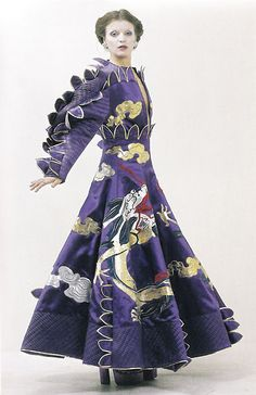Fong Leng - Draak 1973  . Known for her extravagant outfits and catwalk shows, Fong-Leng Tsang (Rotterdam, 1937) caused a stir on the Dutch fashion scene in the 1970sFong-Leng, who was self-taught, created garments with organic forms and decorative elements with materials such as leather, satin, silk and techniques such as appliqué and plissé.  In 1982 Fong-Leng closed her doors to apply herself to interior design and art.