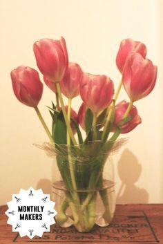 DIY plastic vase Plastic Vase, Diy Plastic Bottle, Ketchup Bottles, Painted Glass Vases, Toilet Paper Roll, Bottle Vase, Pvc Pipe, Tissue Boxes, Household Items
