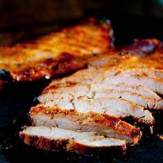 De Indonesisch gegrilde varkenshaas wordt met een heerlijke marinade bereid. Het vlees krijgt zo een heel andere smaak en brengt variatie in de keuken.