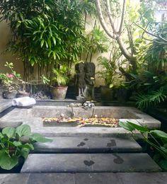 Gartenprojekte Candles are another great way to display your patriotic spirit. Bali Garden, Balinese Garden, Balinese Decor, Jacuzzi Outdoor, Outdoor Spa, Outdoor Decor, Tropical Landscaping, Tropical Garden, Tropical Plants