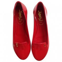 Pre-owned Yves Saint Laurent Ballet Flats (165.370 CLP) ❤ liked on Polyvore featuring shoes, flats, red, red ballet shoes, ballet flat shoes, ballerina flat shoes, flat pumps and ballet pumps