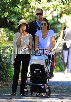 Queens & Princesses - Madeleine and Silvia took advantage of good weather to go for a walk in Central Park with Leonore.