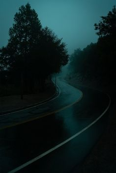 Dark Green Aesthetic, Night Aesthetic, Nature Aesthetic, City Aesthetic, Aesthetic Images, Aesthetic Wallpapers, Calming Pictures, I Love Rain, Night Vibes