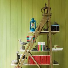Discover 21 DIY ladder bookshelf and bookcase ideas that you can make using old ladders and a little creativity. Make your DIY ladder shelf today! Ladder Bookshelf, Diy Ladder, Bookshelf Design, Ladder Decor, Bookshelf Ideas, Bookcase Plans, Asian Interior Design, Interior Ideas, Modern Interior