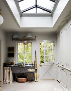 Mud room with dutch door and tasteful skylight New England Decor, New England Kitchen, New England Style Homes, New England Cottage, New England Farmhouse, Floor To Ceiling Cabinets, Decoracion Vintage Chic, Back Doors, Home And Deco