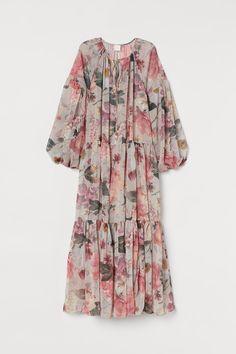 H&M+ Chiffon Dress - Powder pink/floral - Ladies Muslim Fashion, Modest Fashion, Hijab Fashion, Fashion Outfits, Floral Chiffon Dress, Chiffon Maxi Dress, Mesh Dress, Floral Maxi, Stylish Clothes