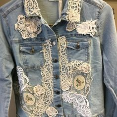 Jacket Jean with embroidery patterns 2019 Jacket Jean with embroidery patterns natural italian skincare www.MilanoCoronad The post Jacket Jean with embroidery patterns 2019 appeared first on Lace Diy. Lace Jeans, Denim And Lace, Artisanats Denim, Patterned Jeans, Denim Ideas, Denim Crafts, Lace Jacket, Recycled Denim, Jacket Pattern