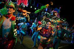 Des danseurs de salsa colombiens à la parade de la 57e Foire de CaliDes danseurs de salsa colombiens à la parade de la 57e Foire de Cali