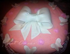 Baby girl cake or also good for a baby shower. For more check Annes Pastry Butterfly Cakes, Butterflies, Baby Girl Cakes, How To Make Cake, Cake Pops, Cupcakes, Baby Shower, Sweet, Check