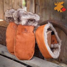 Buffalo fur trim mittens and headband! Great to wear on those cold days! Cold Day, Keep Warm, Fur Trim, Daily Fashion, Mittens, Buffalo, Canada, Leather