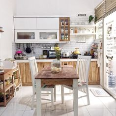 Desain Rumah Vintage Luas 60 m yang Kekinian & Bikin Nyaman! Kitchen Sets, New Kitchen, Kitchen Decor, Mini Kitchen, Beautiful Kitchens, Cool Kitchens, Small Kitchen Organization, Home Office Decor, Home Decor