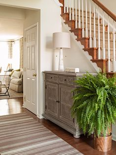 Before & after: foyer refresh decor таунхаус, дом e мебель. Entryway Stairs, Entry Hallway, Foyer Staircase, Grand Entryway, Balustrades, Coastal Living Rooms, Southern Living At Home, Foyer Decorating, Stairway Decorating