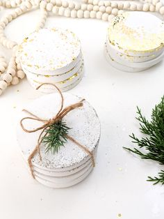 DIY glitter and confetti white concrete sets - made 3 ways with inexpensive ingredients that are easy to find at your local craft store. Get the full how-to and make in an afternoon - excellent kids craft too Diy Crafts For Gifts, Home Crafts, Crafts For Kids, Concrete Crafts, Concrete Projects, Diy Confetti, Glitter Confetti, Christmas Mantels, Christmas Decor