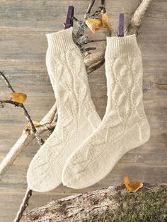 Warme Wollsocken selber stricken You want to protect yourself with cool knitted socks from cold feet, and not just in winter? Here you will find a free knitting pattern for woolen socks. Beginner Knitting Projects, Knitting Blogs, Knitting For Beginners, Knitting Socks, Free Knitting, Knitting Patterns, Knit Socks, Woolen Socks, Hooded Scarf