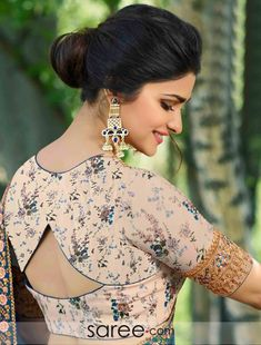 blouse designs 20 Latest Stylish Saree Blouse Back Neck Designs 2020 - Buy lehenga choli online Blouse Back Neck Designs, Cotton Saree Blouse Designs, Choli Blouse Design, Simple Blouse Designs, Stylish Blouse Design, Bridal Blouse Designs, Choli Back Design, Blouse Designs Catalogue, Sari Design