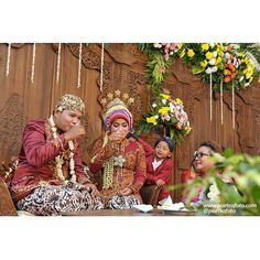 DULANGAN. Javanese Wedding Ceremony. Reni+Agung wedding day ceremony in Sleman Yogyakarta, Sept 20, 2014. Wedding Photo by @Poetrafoto Photography, https://www.flickr.com/photos/poetrafoto/15153489130/in/photostream/