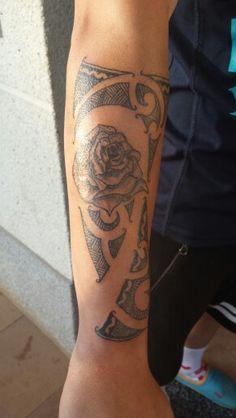 Tribal con Rosa en antebrazo #tatuaje #tattoo #yagocrestas #adriagoCR