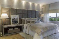 Detalhe: painél, tom do papel de parede e tapete. Apartamento 20