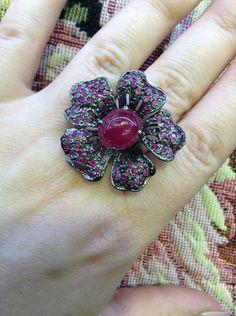 Купить Scarlett. Серебряное кольцо с рубинами в черном родии - бордовый, кольцо с рубином, цветочное украшение