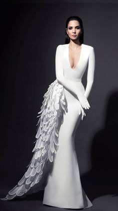 Browse the latest haute couture wedding dresses collection from Jean-Louis Sabaji. View photos of couture wedding dresses photos by Jean-Louis Sabaji. Elegant Dresses, Women's Dresses, Bridal Dresses, Fashion Dresses, Wedding Gowns, Dress Outfits, Haute Couture Dresses, Couture Fashion, Look Fashion