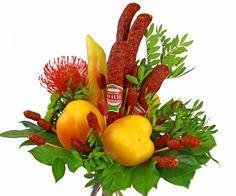 Klobásová kytice pro muže na velké oslavy.