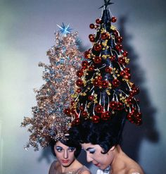 Revisit Holiday Cheer From Years Gone by in Vintage Photos of Christmas Past Vintage Christmas Photos, Funny Christmas Pictures, Vintage Holiday, Vintage Photos, Vintage Photographs, Christmas Tree Hair, Christmas Tree Costume, Merry Christmas, Christmas Time