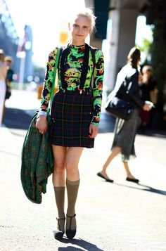 Via Streetpeeper. Iguana print and plaid mix in Sydney. Prints In Streetstyle.