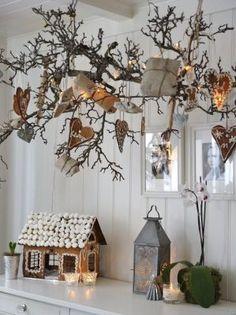 Mindannyiunk otthonában kialakul az a sajátos hangulat karácsonykor, ami az évek során összegyűlt díszeknek köszönhető. De miért ne próbálhatnánk ki idén egy