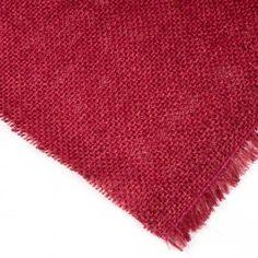 TELA DE SACO (ARPILLERA YUTE) COLORES.  La tela de Saco (Arpillera Yute) Colores es un tejido hecho de fibras de yute que se utiliza para fabricar bolsas, sacos, alfombras y crear numerosas manualidades. #TeladeSaco #Arpillera #Yute #ColouredBurlapFabric Shag Rug, Textiles, Home Decor, Fashion, Fiber, Burlap, Felting, Fabrics, Wood Colors