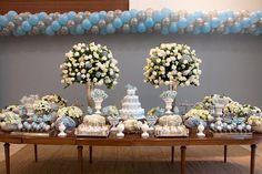 Um lindo chá de bebê em azul e branco com o tema elefante! Veja as fotos e inspire-se! Party Time, Baby Boy, Baby Shower, Table Decorations, Birthday, Flowers, Scrap, Pasta, Party Ideas