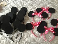 Mom With a Glue Gun...Homemade Minnie and Mickey Mouse Ears for a little over $1.00 each! Easy tutorial!