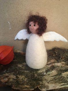 Engel von Hand gefilzt Filz Figur Mobile Bio Merino Wolle von HomefeltArt auf Etsy Mobiles, Snowman, Vintage, Outdoor Decor, Etsy, Home Decor, Craft Gifts, Felting, Angel