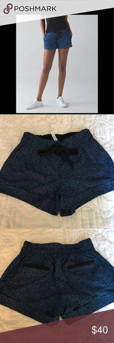 SALE today!!!!Lululemon Lululemon bubbles pipe shorts worn it onces it's like brand new condition size 4 lululemon athletica Shorts