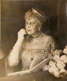 Queen Mary wearing Marie Feodorovna's bandeau (she's replaced the sapphire with the emerald carved brooch), her emerald art deco chocker (later worn by Princess Diana), the Cambridge emerald earrings and scroll brooch, another emerald and diamond brooch and some diamond collet necklaces.