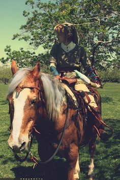 Link holding the Gale Boomerang on Epona - The Legend of Zelda: Twilight Princess; cosplay