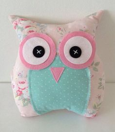 Owl cushion/pillow in Pink Cath Kidston fabric ~~ aawww . Owl Sewing, Sewing Crafts, Sewing Projects, Craft Projects, Owl Crafts, Diy And Crafts, Arts And Crafts, Owl Cushion, Cushion Pillow