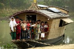 """teachersworldwide: """"Bangladesh: Innovative Floating School Improves Access to Education The floating school works in the remote river basin where access to education is hard, particularly during the. Schools Around The World, Around The Worlds, Sevenoaks School, Floating Boat, The School Run, Green School, Student Behavior, Education Architecture, Architecture Student"""