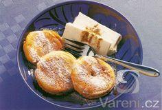 Smažená jablka se zmrzlinou. Když začne sezona jablek, jsou tato jablková kolečka velmi oblíbeným dezertem. Quesadillas, Bagel, Treats, Fruit, Sweet, Food, Sweet Like Candy, Candy, Goodies
