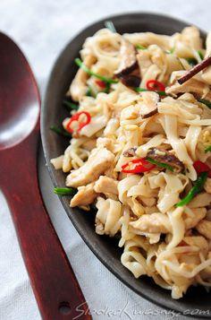Noodle z kurczakiem z woka Wok, Pasta Salad, Noodles, Ethnic Recipes, Crab Pasta Salad, Macaroni, Noodle, Pasta