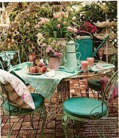 Gorgeous teal color. Backyard!,,,agreable petit coin de jardin,,,,,,