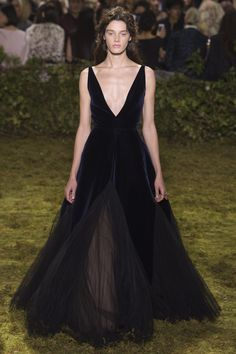 See our favorite pieces from Maria Grazia Chiuri remarkable first couture collection for the house of Dior.
