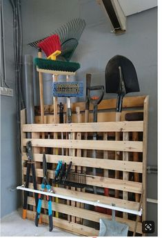 Super outdoor garden tool storage organization ideas 57 Ideas The Effective Pictures We Offer You About Garden Tools for kids A quality picture can tell you many things. Garage Organisation, Diy Garage Storage, Garden Tool Storage, Shed Storage, Storage Organization, Pallet Storage, Pallet Organization Ideas, Outdoor Tool Storage, Garden Tool Organization
