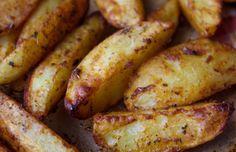 Met dit makkelijk recept maak je heerlijke ovenaardappeltjes met paprika en knoflook. Een lekker bijgerecht met aardappels en zelfgemaakte marinade.