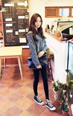 Love how Korean fashion makes tights/leggings trendy yet comfy at the same time.