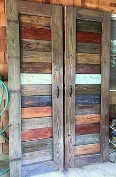 Wood Pallet Projects A pallet closet can be done in some different ways, and we will show you just that. A pallet closet may very well be the project you have been looking for. Wooden Pallet Projects, Wooden Pallet Furniture, Rustic Furniture, Furniture Design, Outdoor Projects, Furniture Ideas, Antique Furniture, Furniture Stores, Diy Projects