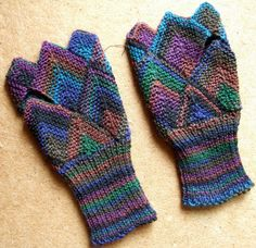 Domino Fingerless glove | Pattern from Lakeside Crafts. Regi… | Flickr