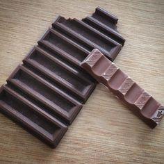 Existe alguma coisa muito errada num mundo em que o chocolate de filamento PLA marrom impresso em uma Cliever pareça mais apetitoso que um chocolate de verdade. Vontade de comer tudo!  #cliever #clievertecnologia #clieverbrasil #impressora3d #3Dprinting #tecnologia #3dprinter #inovação #impressão3D #software #gocliever #páscoa by cliever3d